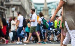 Mensen die in de straat van Oxford, de belangrijkste bestemming lopen van Londoners voor het winkelen modern het levensconcept Lo Royalty-vrije Stock Foto