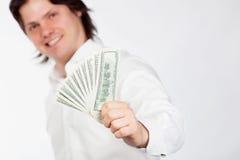 Mensen die dollars tonen Stock Foto