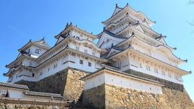 Mensen die door het kasteel van Himeji, Himeji, Japan lopen stock videobeelden