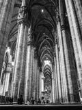Mensen die Duomo van Milaan bezoeken Royalty-vrije Stock Foto's
