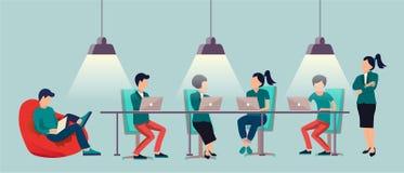 Mensen die en bij de computers in het open plekbureau spreken werken Co-werkend centrumcentrum Multicultureel team vector illustratie