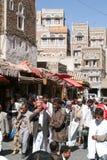Mensen die en op de markt van oude Sana lopen kopen Stock Afbeelding
