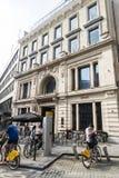 Mensen die fietsen in Brussel, België huren royalty-vrije stock afbeelding