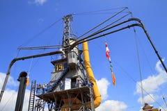 Mensen die gigantische stoomkraan in Dordrecht bezoeken. stock afbeeldingen