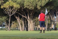 Mensen die golf in de zonnige dag van Malaga spelen royalty-vrije stock foto's