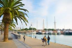 Mensen die Haven Vell Barcelona lopen Stock Afbeeldingen