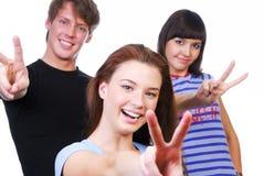 Mensen die het overwinningsteken geven Stock Foto