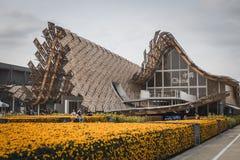 Mensen die het paviljoen van China bezoeken in Expo 2015 in Mialn, Italië royalty-vrije stock foto