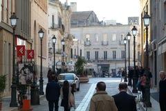 Mensen die in het stadscentrum lopen van Lecce Royalty-vrije Stock Afbeeldingen