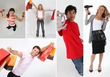 Mensen die het winkelen zakken houden stock foto