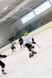 Mensen die Hockey spelen Stock Afbeelding