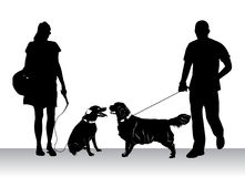Mensen die honden lopen Royalty-vrije Stock Afbeelding