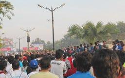 Mensen die, Hyderabad 10K Looppasgebeurtenis, India verzamelen zich Stock Fotografie
