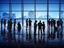 Mensen die in Internationaal Bureau werken Royalty-vrije Stock Afbeeldingen