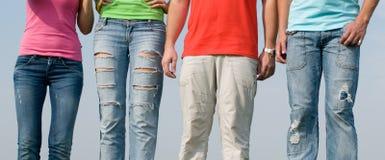 Mensen die jeans dragen Stock Afbeelding