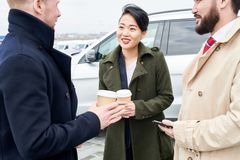 Mensen die koffie drinken royalty-vrije stock foto