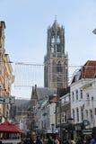 Mensen die langs de straat in het historische centrum van Utrecht, Nederland lopen Stock Fotografie