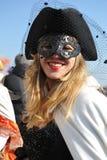 Mensen die in luxekostuum in Venetië, Italië 2015 stellen Royalty-vrije Stock Afbeeldingen