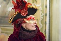 Mensen die in luxekostuum in Venetië, Italië 2015 stellen Stock Afbeeldingen