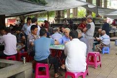 Mensen die mahjong spelen Stock Foto