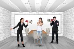 Mensen die in megafoons schreeuwen Royalty-vrije Stock Foto's
