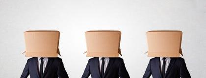Mensen die met lege doos op hun hoofd gesturing royalty-vrije stock foto