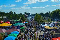 Mensen die naar nationale Oekraïense jaarlijkse markt ` Sorochinska Yrmorka `, de Oekraïne gaan Royalty-vrije Stock Foto's