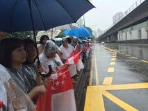 Mensen die omhoog laatste eerbied aan ex eerste minister van Singapore een rij vormen te betalen me Lee Kuan Yew Royalty-vrije Stock Foto