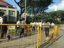 Mensen die omhoog laatste eerbied aan ex eerste minister van Singapore een rij vormen te betalen me Lee Kuan Yew Stock Afbeelding