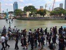 Mensen die omhoog laatste eerbied aan recente ex eerste minister van Singapore, M. Lee Kuan Yew een rij vormen te betalen Stock Foto