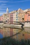 Mensen die op de brug lopen. Girona royalty-vrije stock foto