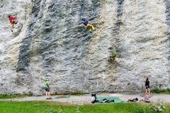 Mensen die op de rots in Engelberg beklimmen Royalty-vrije Stock Foto
