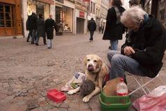 Mensen die op de straat van Rouen bedelen Stock Afbeelding