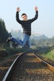 Mensen die op de trein wachten Stock Foto's