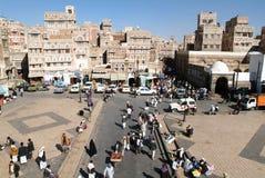 Mensen die op het belangrijkste vierkant van oude Sana lopen Stock Foto's