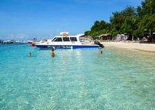 Mensen die op het overzees in Bali, Indonesië zwemmen Royalty-vrije Stock Afbeelding
