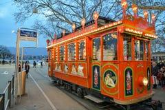Mensen die op populaire kinderenaantrekkelijkheid Marlitram dichtbij Bellevue in Zürich wachten royalty-vrije stock foto's
