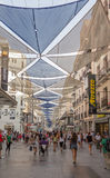 Mensen die op Preciados-straat, in Madrid, Spanje lopen Royalty-vrije Stock Afbeeldingen