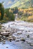 Mensen die op Rivier Chilliwack vissen Stock Fotografie
