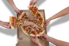 Mensen die Pizza eten Stock Afbeeldingen