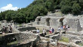 Mensen die ruïnes van Buthrotum Albanië van roman en Venetiaanse tijd bezoeken Archeologisch Park Ook genoemd geworden Butrint en