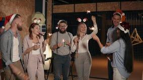 Mensen die samen partying stock video