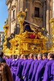 Mensen die standbeeld van Jesus dragen - detail Royalty-vrije Stock Foto's