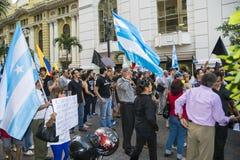 Mensen die tegen de Overheid van Ecuador protesteren Stock Foto's