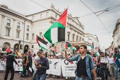 Mensen die tegen het bombarderen van Gazastrook in Milaan, Italië protesteren Royalty-vrije Stock Afbeelding