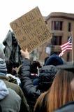 Mensen die tegen Racisme protesteren royalty-vrije stock afbeeldingen