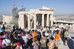 Mensen die Tempel van Athena Nike bezoeken Stock Fotografie