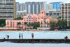 Mensen die van de Hawaiiaanse levensstijl in Waikiki genieten Royalty-vrije Stock Fotografie
