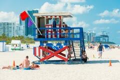 Mensen die van het strand genieten bij Zuidenstrand, Miami Royalty-vrije Stock Afbeelding