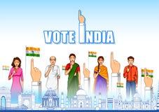 Mensen die van verschillende godsdienst stemmingsvinger voor Algemene verkiezingen van India tonen royalty-vrije illustratie